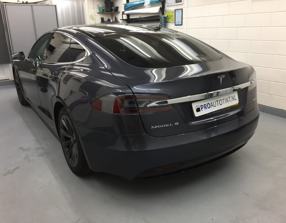 Tesla Model S ramen blinderen