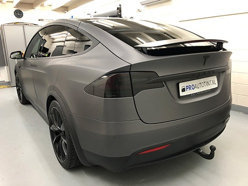 Tesla model x wrappen mat grijs