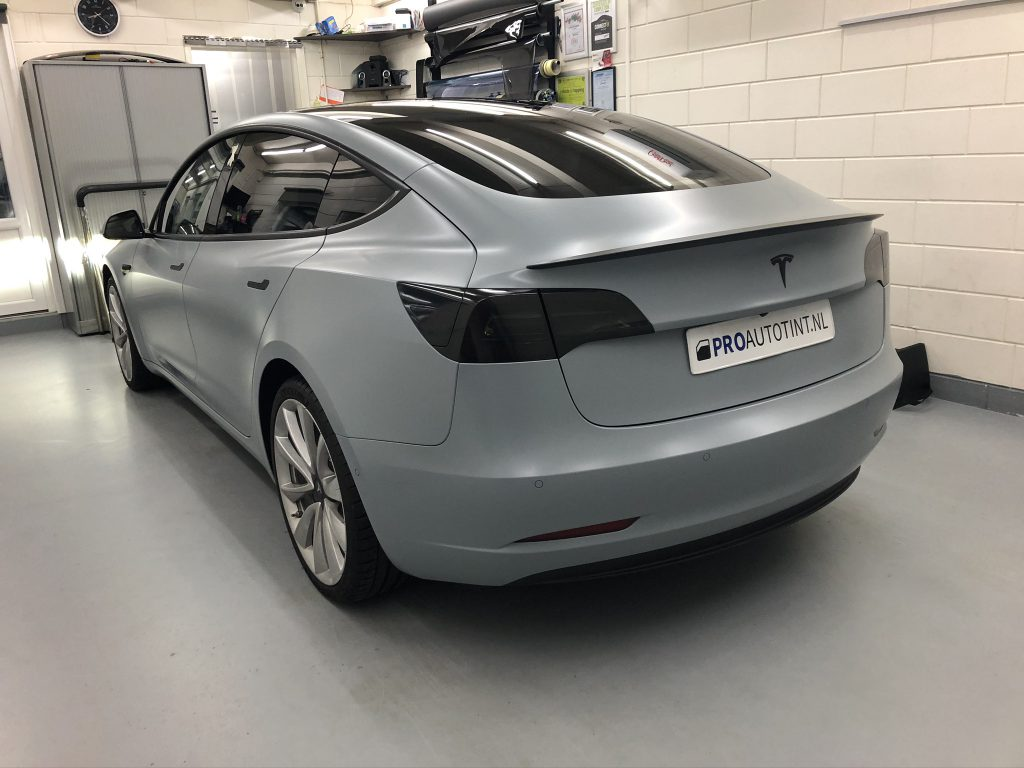 Tesla model 3 wrappen battleship grey