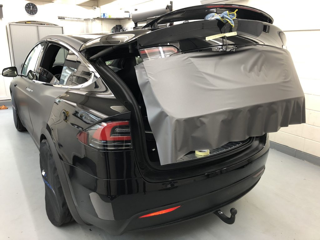 Tesla model X wrappen in mat grijs
